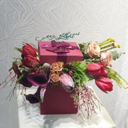 Kompozim me lule në kuti