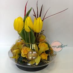 Tulipanë të  verdhë në qelq