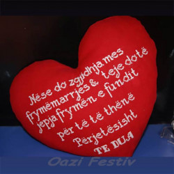 Jastek ne forme zemre me mesazh te qendisur