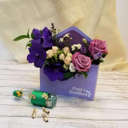 Lule në paketim zarf